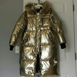 Metallic gold long puffer